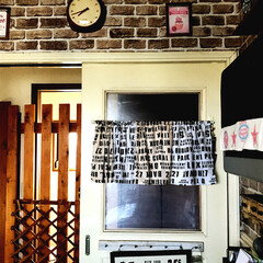 カフェカーテン/塗り替え/扉/DIY/雑貨/セリア/... キッチン入り口の扉です、もとは茶色でした…
