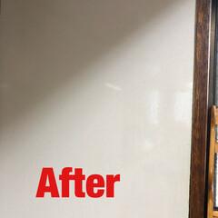 電解水/キッチン/油汚れ/コンロ周り/プチお掃除/シンプルライフ/... キッチンのコンロ横の壁。 油で色が変わっ…(1枚目)