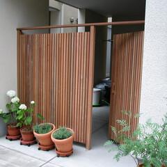 フェンス/扉/駐車場 木製フェンス+扉  自動車を使わないご家…