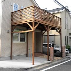 ハイデッキ/駐車場/ウッドデッキ/戸建て住宅 駐車場スペースにハイデッキを作り庭のよう…