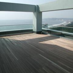 屋上/ウッドデッキ/テラス 屋上のウッドデッキ  海辺にある病院の屋…