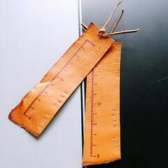 本/刻印/スタンプ/レザー/革小物/しおり/... 切れ端の革を使って、少し珍しい革のしおり…