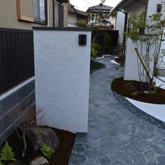 新築/門周り/アプローチ/塗壁/2枚壁/乱貼石 新築 門周り