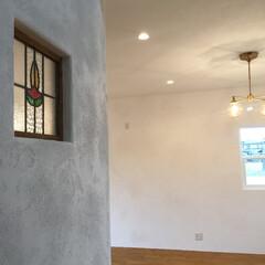 住まい/ステンドグラス/漆喰/輸入住宅/新築/一戸建て/... 漆喰の壁にステンドグラスのアクセント