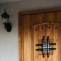 アンティーク風/玄関/木製ドア/アイアン格子 重厚感のあるアンティーク風玄関ドア お客…