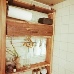ツーバイフォー/アジャスター金具/キッチン雑貨/100均/キッチン 殺風景なキッチンにインテリア収納を設置し…
