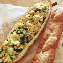 フランスパン/バゲット/フランスパンキッシュ/キッシュ/朝ごパン/キッチン/... 見た目豪華な まるごと フランスパン キ…