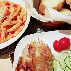 チキンソテー/夜ごはん 今日のご飯😊  チキンソテー・ペンネアラ…