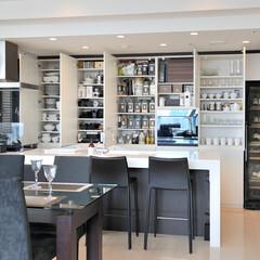クッチーナ/オーダーキッチン/白い/大理石/ライムストーン 奥さまのオリジナルデザインを具現化したア…