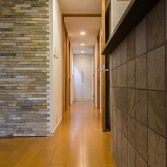 廊下/ダウンライト/照明 暖色系のダウンライト照明で空間に深みが増…