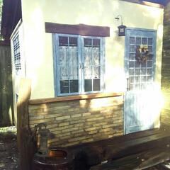 ポンプ/ソーラーライト/レンガ/小屋/枕木/カフェカーテン/... ヤギ小屋作りました~✌