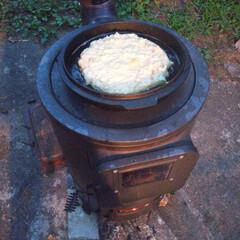 お好み焼き/ダッチオーブン/アウトドア/アウトドア料理 ダッチオーブンの蓋でお好み焼き〜 屋外か…