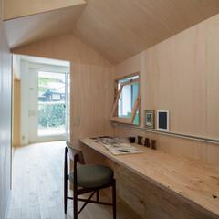 小屋/無垢材/ナチュラル 中には小窓が付いているので、子供が作業し…