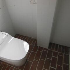 レンガ床 トイレリフォーム  和式を様式に 床はレ…