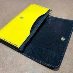 長財布/エナメル/革/財布/黄色 エナメル黄色の長財布の内側 ファスナー式…