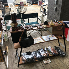 小売り/革/レザー/レザー小物 マルシェ参加の商品展示です 革小物や革ハ…