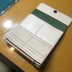 革教室/革/レザー教室/制作 生徒さん作品の長財布 内側です