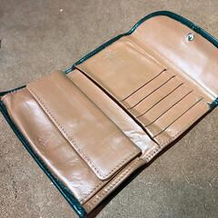 財布/リペア/色補色/修理大歓迎/ヌメ革 お財布のリペア後です ヌメ革に色補色をし…