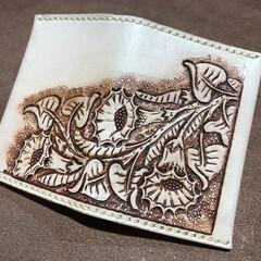 パスケース/革/ヌメ革/自慢/カービング/革彫刻/... 革彫刻 カービングを施したパスケース 図…