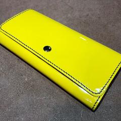 財布/金運/長財布/黄色/エナメル/革 エナメル革の長財布を制作しました 内側は…