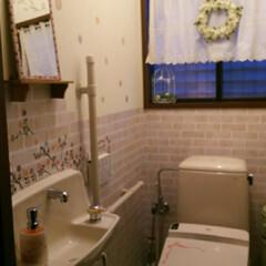 トイレリフォーム/DIY/100均/セリア/ダイソー トイレの手洗いの上に、セリアで買ったプラ…