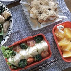 Instagram @maaco.uw/フォロー歓迎/お弁当/おうちじかん/おうち時間/おうちランチ/... 深さがあるお弁当ならサンドイッチもこんな…
