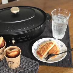オーバルホットプレート ブラック | BRUNO(ホットプレート)を使ったクチコミ「キャンドゥで見つけたお皿とセリアで見つけ…」