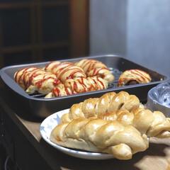 パン作り/100均食器/おうちごはん/Instagram @maaco.uw/100均/キャンドゥ 同じ全粒粉を使ってあみあみにしてウインナ…