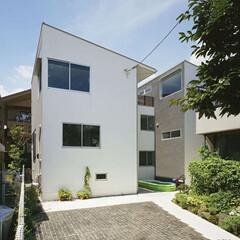 ナチュラル/白/開放的/二世帯住宅/駐車場/グリーン 都内住宅地に建つ二世帯住宅。  二世帯に…