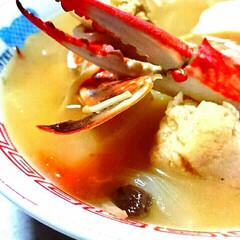 フード/おうちご飯/海鮮/蟹汁 わたり蟹とすり身汁、今日は寒いのであたた…
