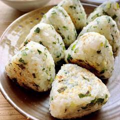 昼ごはん/ランチ/焼きおにぎり/おにぎり/おうちごはんクラブ/おうちごはん/... 長ネギのナムルを混ぜ込んだ、焼きおにぎり…