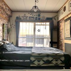 壁ペイント/セルフリノベーション/男前インテリア/カフェ風インテリア/カーテンボックス/レンガ柄壁紙/... 天気の良い日は季節関係なく窓は開けます💓…