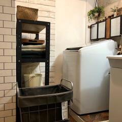 木目調/貼ってはがせる壁紙/ビートウォッシュ/セルフリノベーション/DIY女子/壁ペイント/... キッチンと繋がってる洗面所の ドアのリメ…