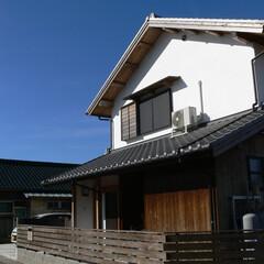 漆喰/三州瓦/燻瓦/杉板/素材 外壁には漆喰と杉赤身板。屋根は三州瓦。昔…