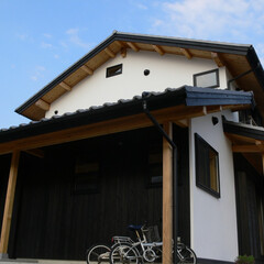 黒/白/板/漆喰/自然素材/木組の家/... 黒は板と白は漆喰。自然素材で造る木組の家。
