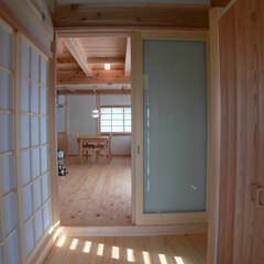木/暮らし/引戸/日差し/風/木組の家/... 木と暮らす。引戸を開けたり閉めたり。日差…
