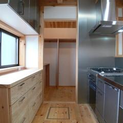 ステンレスキッチン/製作家具/食器棚/パントリー/台所/収納力/... ステンレスキッチン。製作の食器棚。奥はパ…