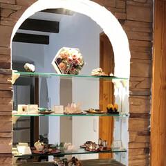 造作棚/キラキラ/ガラス棚/京都工務店/美しいインテリア/京都注文建築/... 背面ミラーのディスプレイRニッチ。 棚の…