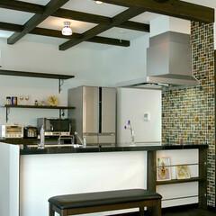 ニッチ収納/キッチン収納/塗り壁/自然素材/造作家具/お洒落な家づくり/... マガジンラック付きキッチンカウンター。 …