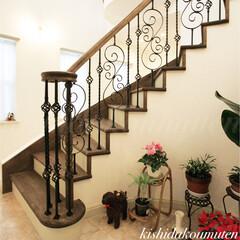 アイアン/カーブ階段/プロヴァンスハウス/自然素材/注文住宅/宇治市/... 美しいアイアン手すりのカーブ階段 🌹💖