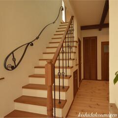 階段/フレンチハウス/自然素材/注文住宅/宇治市/京都府 アイアン手すりを使ったフレンチハウスの階…