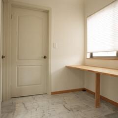 高気密高断熱/自然素材の家/デザイン/間取り/ワークスペース/お洒落な注文住宅/... 2階廊下に明るいワークスペース 2階ホー…