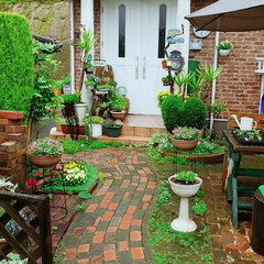 「家を建ててから、庭のレンガを自分で施工し…」(1枚目)