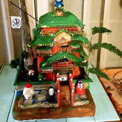 Merry Christmas/油屋/クリスマス/千と千尋の神隠し/ダンボールDIY【第2段】/おうち/... 塗装と外回りまで終わりついに完成‼️ ダ…