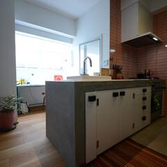 造作キッチン/モルタル仕上げ/コンクリート打ちっぱなし いいのが無かったのキッチンを作りました。…