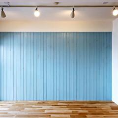 かわいい/横浜 パネリングした木材にパステルブルー