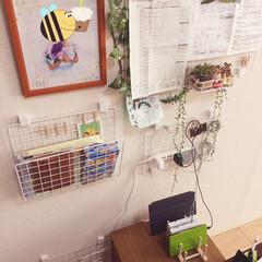 たこ足配線/配線/コードの配線/お便り/ごちゃごちゃの書類/充電器置き場/... リビングの壁に、出しておきたい書類の保管…