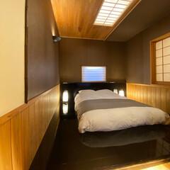 自然素材/黒/漆/和紙/竹/無垢/... 無垢乃家(小渕展示場)のベッドルームを黒…