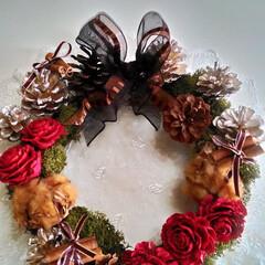 クリスマス/クリスマスリース/木の実/木の実リース/フラワーリース/松ぼっくり/... 木の実でつくるお洒落なクリスマスリースで…
