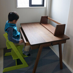家具/学習机/机/デスク/子供/無垢/... お兄ちゃんに以前ナラ材で学習机を製作した…